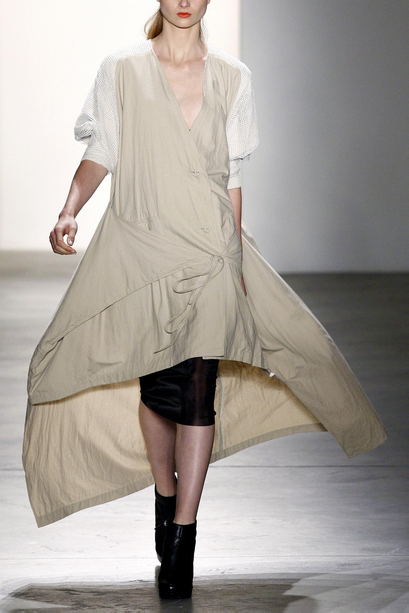 SPRING/SUMMER 2011 TOP 10 TRENDS:  #8 ASYMMETRY