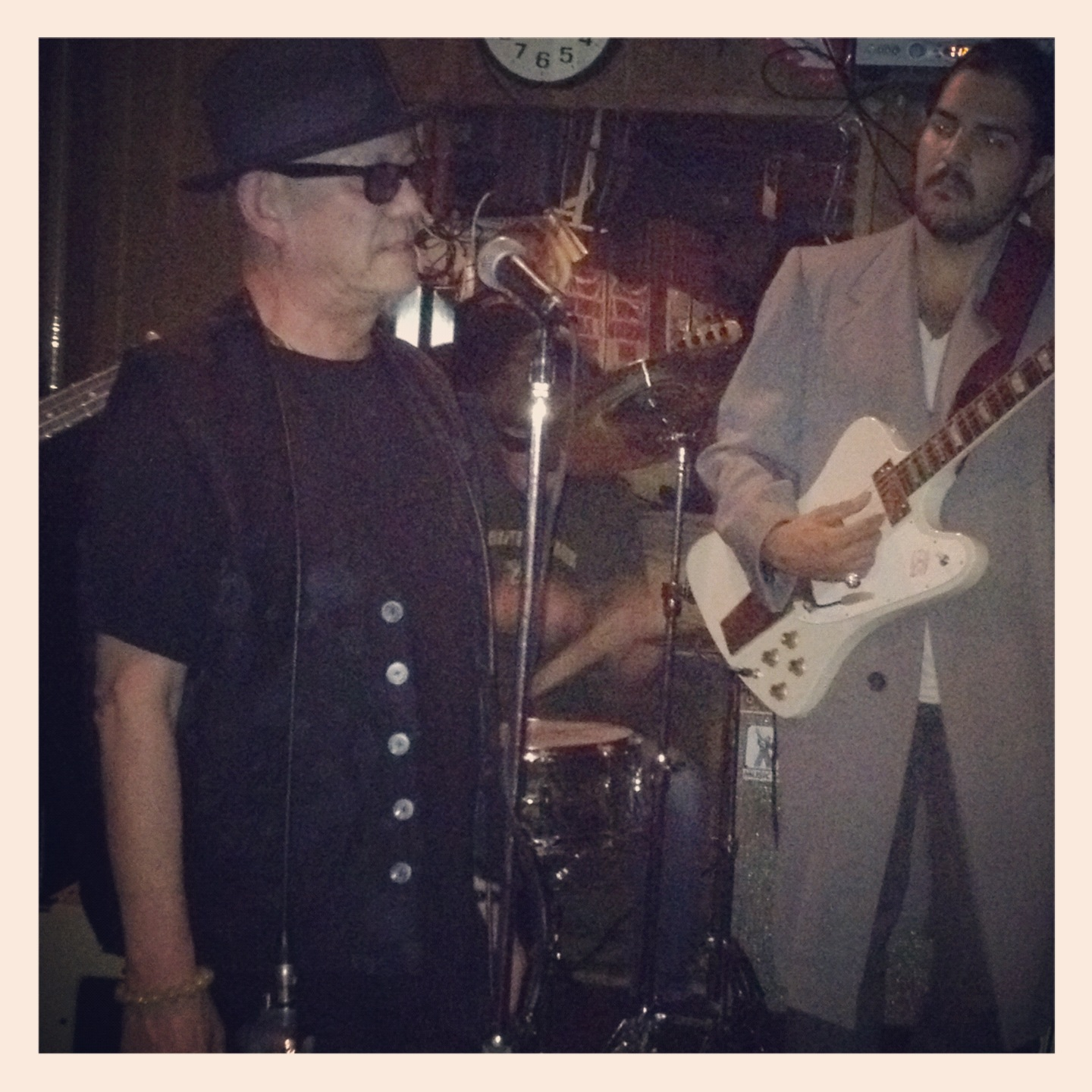LIVING ROOM BLUES & JOHNNY MOEZZI