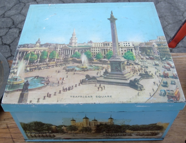 This was such a cool vintage box with old scenes from all around London.  Great to put photos in.