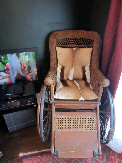 Love this vintage wheelchair.